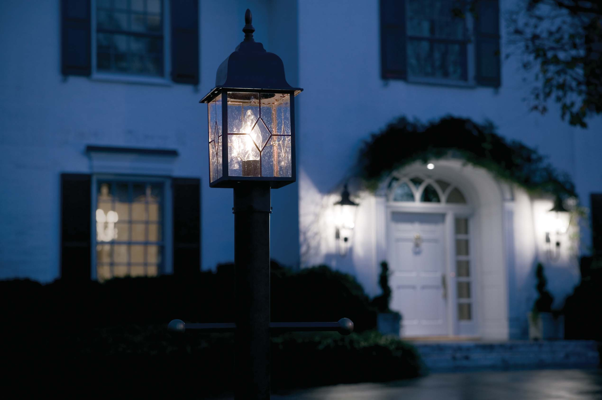 Lighting the exterior of your home tips from the experts at ge ge lighting north america news - Exterior accent lighting for home ...