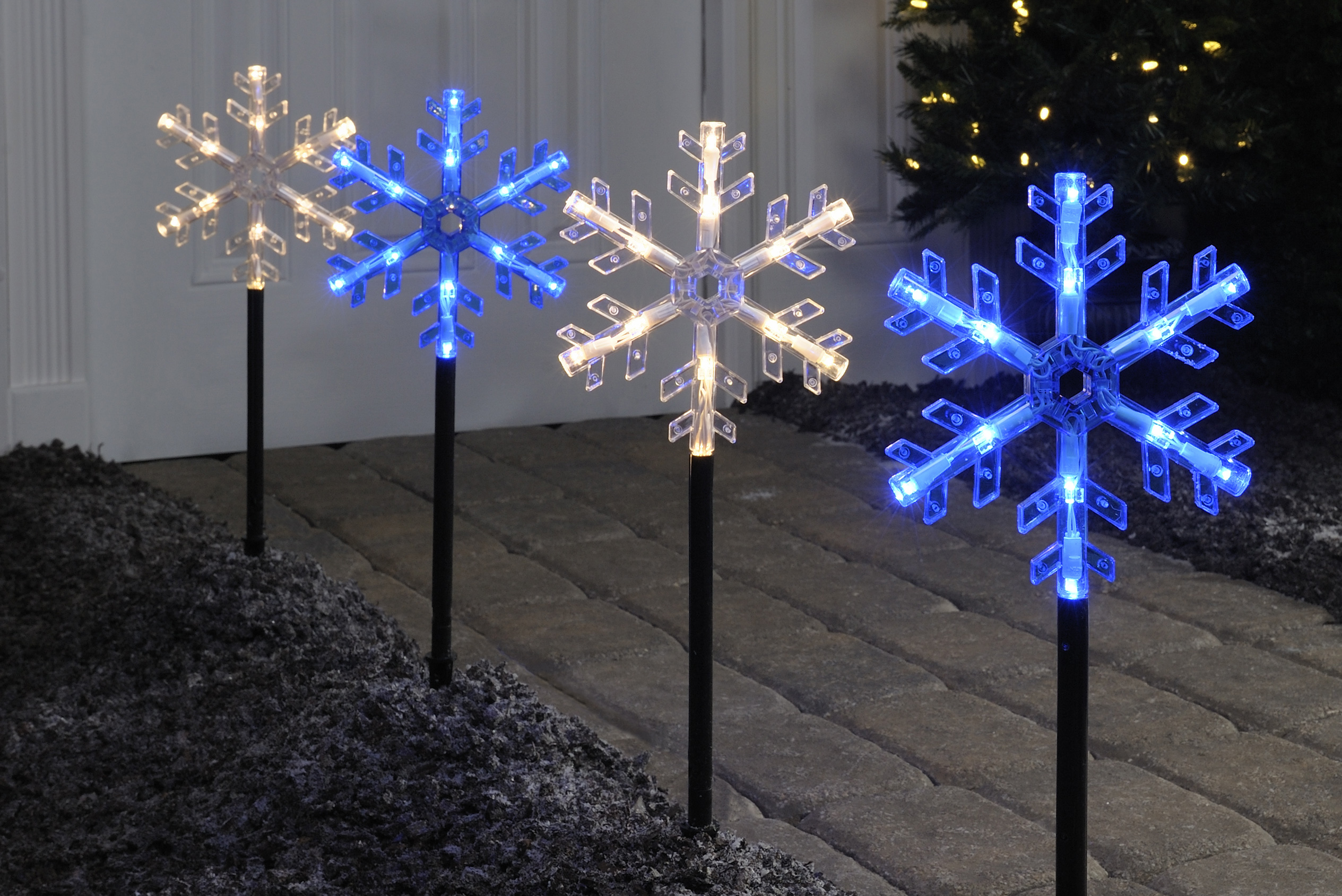 Light up the holidays seasonal home lighting tips from ge for Decoration lumineuse