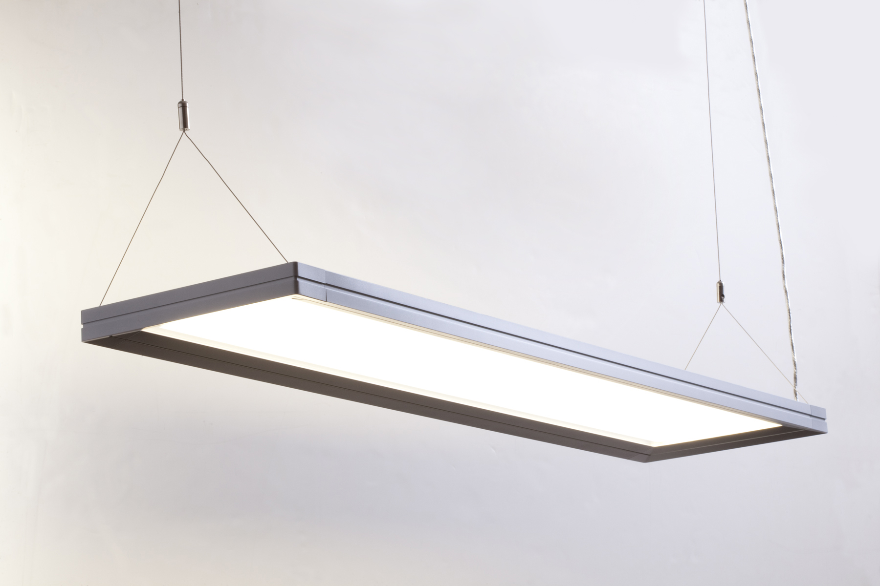 New ge lumination led luminaires stop boring ceilings for Suspente luminaire