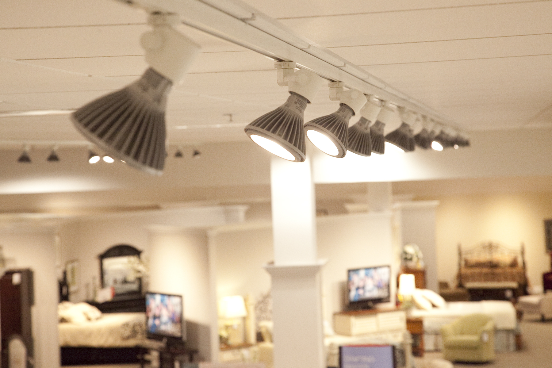 Havertys Furniture Saves 22 300 Per Store While Spotlighting Home D 233 Cor With Ge S Led Retail