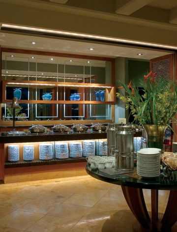 Dynamic Duo Ge Lamps Offer Maui Restaurant The