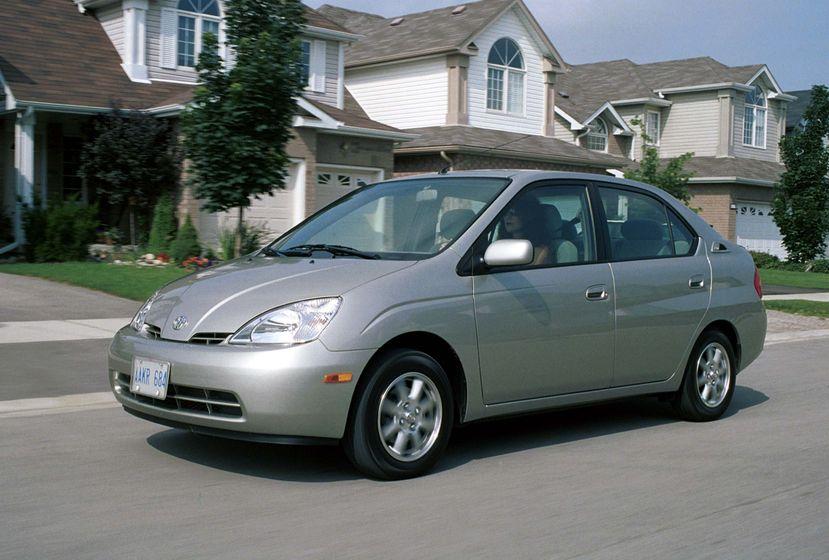 Toyota Celebrates 10 Years Of Prius In Canada Toyota Canada