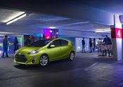 2015 Toyota Prius c (US Images)