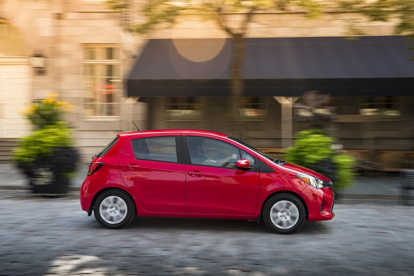 La yaris hatchback 2017 la petite qui voit grand for Interieur yaris 2017