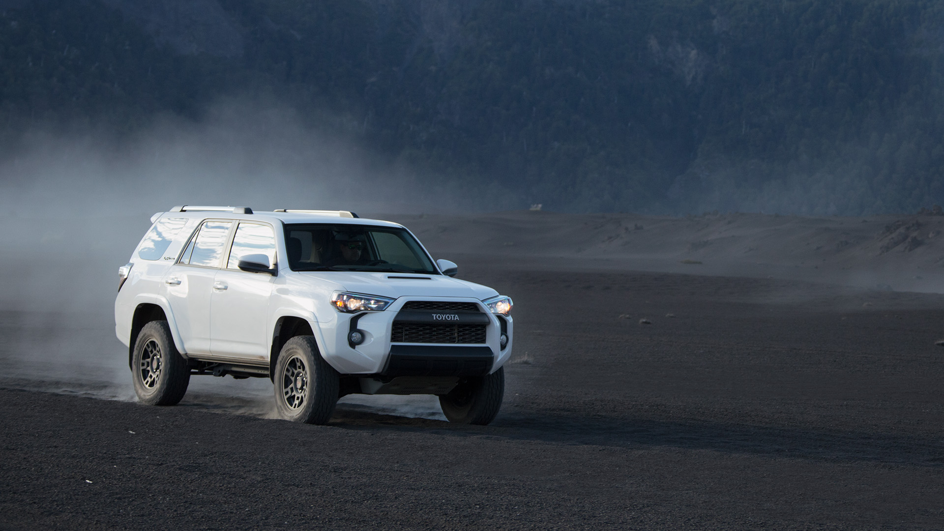toyota canada own the off road introducing the 2017 toyota 4runner trd pro. Black Bedroom Furniture Sets. Home Design Ideas