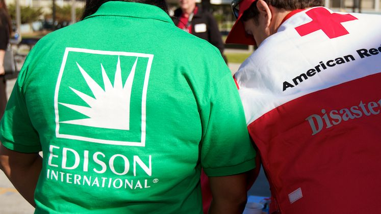 Edison and Red Cross Volunteers