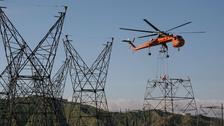 Sky crane works on transmission lines