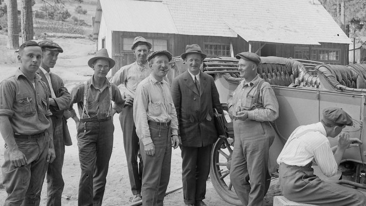 Workers at Big Creek in 1917