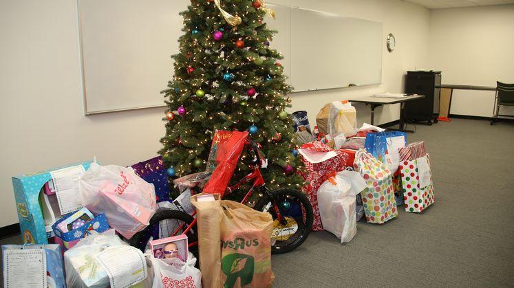 Covina Service Center and Christmas donariona
