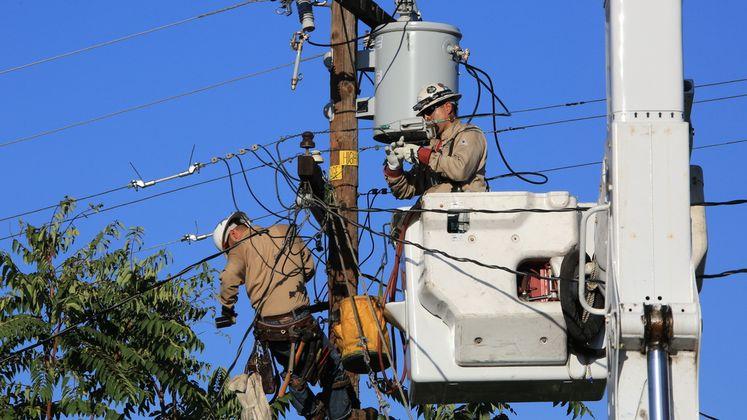 SCE Crews Work Round-the-Clock to Restore Power During Heat Wave