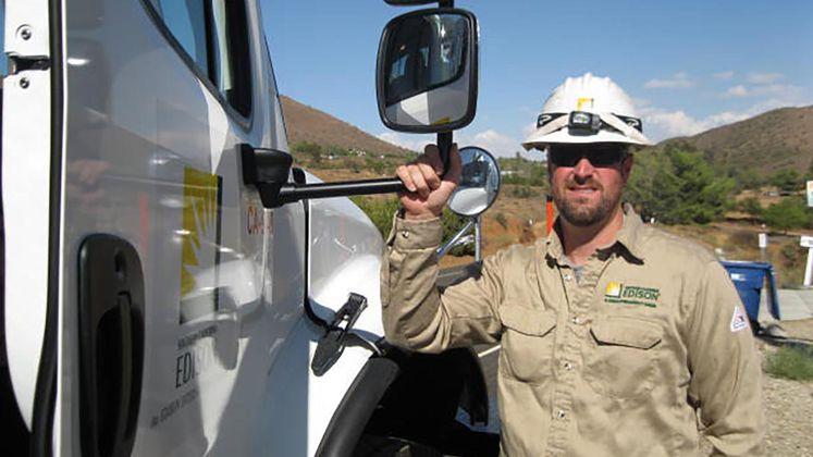 SCE Crews Work to Restore Power