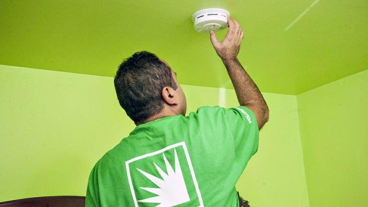 Prepare SoCal - Installing Smoke Detectors
