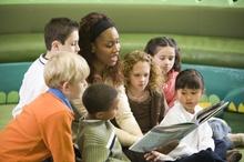 teacher-reading-to-children-regence-CAP