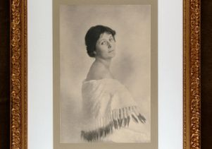 Photograph of Isadora Duncan taken in Paris in 1913