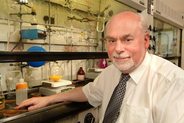 Stoddart in his UCLA laboratory