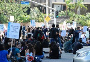 Protesters block Wilshire