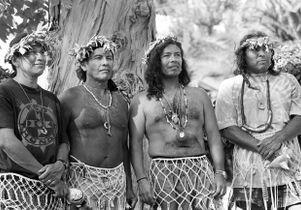 Mo'omat Ahiko paddlers (Burt Barlow, Pastor Lopez, Rick Mendez, Marcus Lopez), 1996