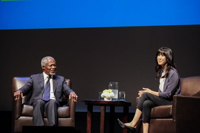 Kofi Annan and Laura Ling