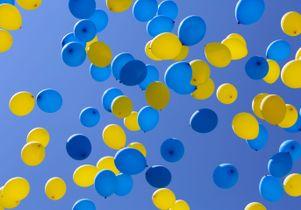 UCLA balloons