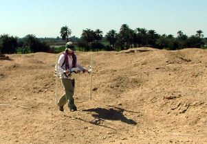 Amarna-dig-site student