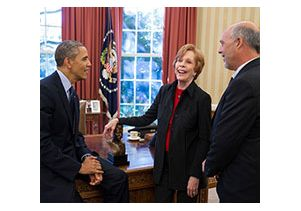 UCLA alumna CarolBurnett with President Obama and her husband