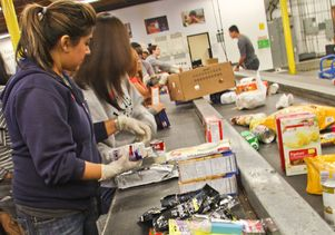 UCLA volunteers at food bank