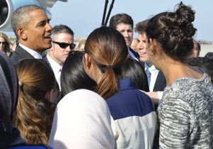 President Obama with UCLA students at LAX