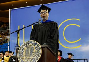 Abdul-Jabbar speaks to grads