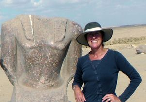 Willeke Wendrich with statue of Ramses