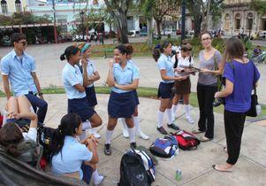UCLA nursing students talk to teenagers.