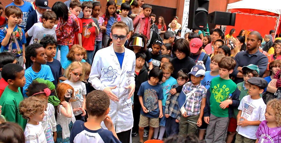 Jeffrey Vinokur and schoolchildren