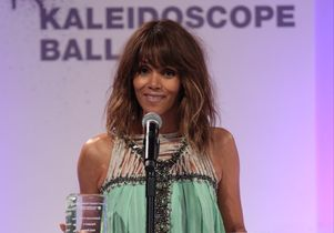 Kaleidoscope Ball. Halle accepting award