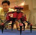 Dennis Hong w robot