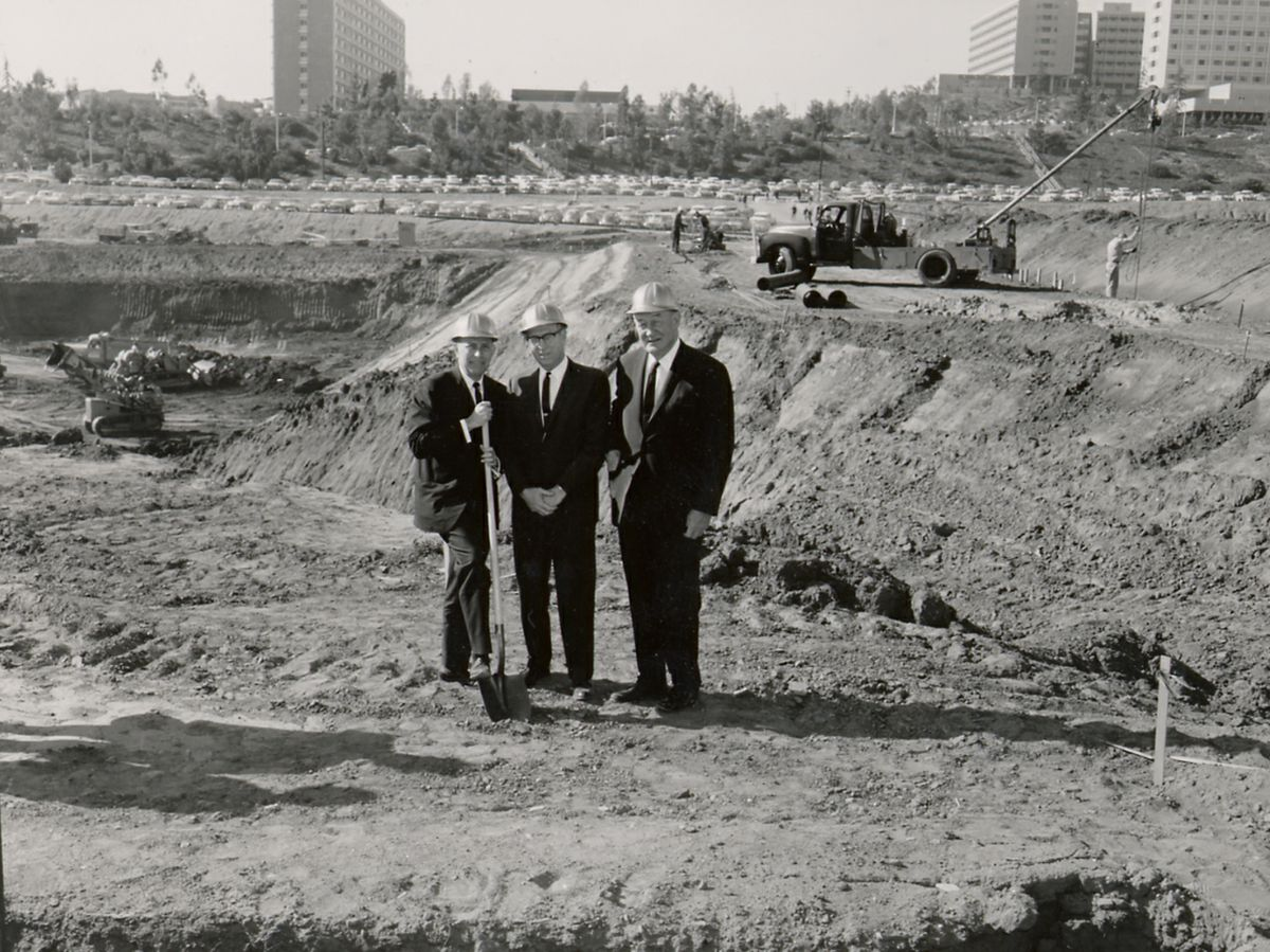 Chancellor Franklin Murphy,basketball coach John Wooden, andthe building's eponymousdonor, UC Regent Edwin Pauley, at the groundbreaking ceremony for Pauley Pavilion.