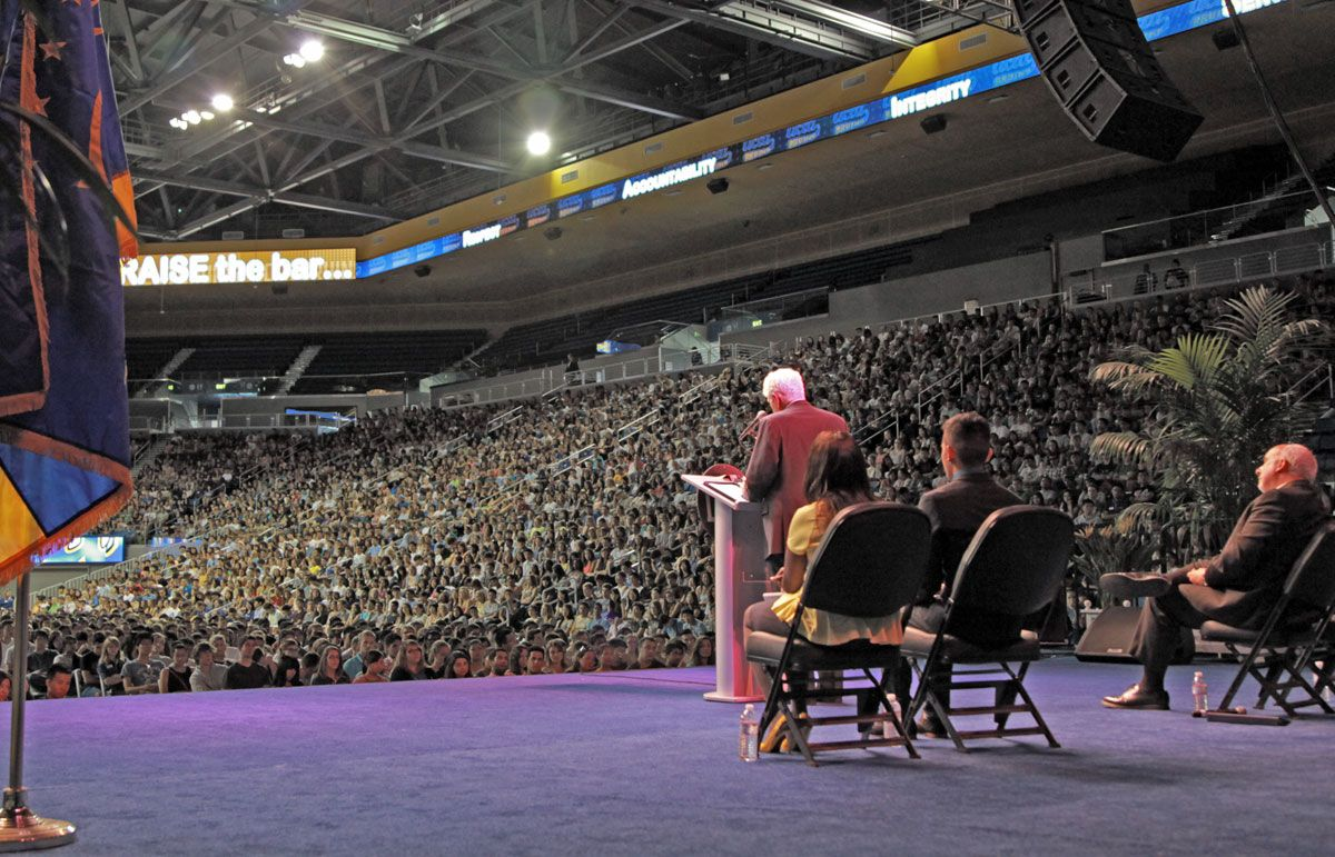 UCLA Chancellor Gene Block welcomes new students in 2013