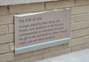 plaque at the Gift of Life Fountain