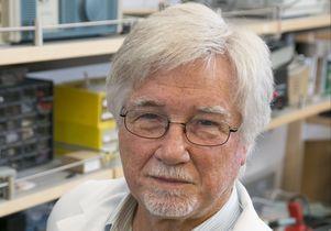 V. Reggie Edgerton in lab