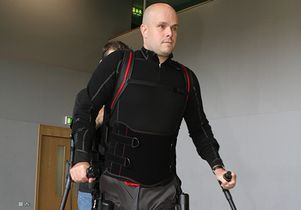 Mark Pollock with robotic device