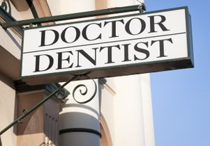 Doctor Dentist Sign
