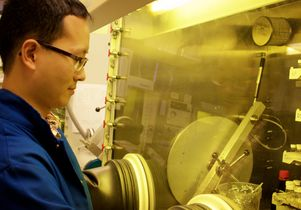 Lei Meng working in the lab