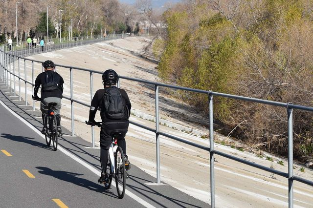 Bike path along the Los Angeles River