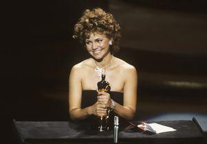 Sally Field accepts the Oscar