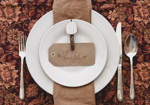 'Thankful' place setting