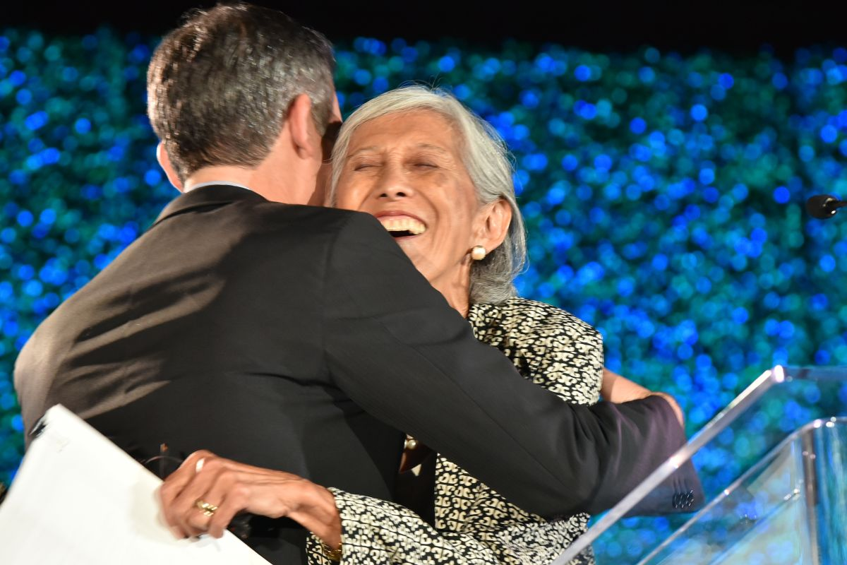 Mayor Garcetti gives Karolynne Gee a hug