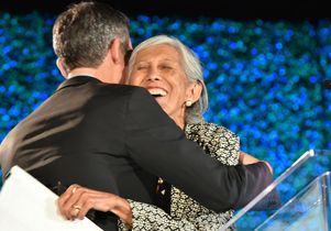 Mayor Garcetti gives Karolynne Gee a hug