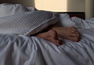 Sleeping with feet protruding from sheet
