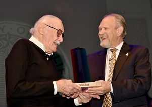 UCLA Extension Dean Wayne Smutz, right, presents Stan Lee with the first Icons of L.A. Award