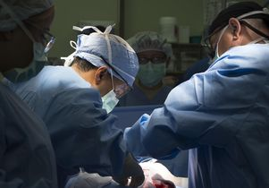 <em>Araceli Alarcon/U.S. Air Force</em><br>Surgeons during operation
