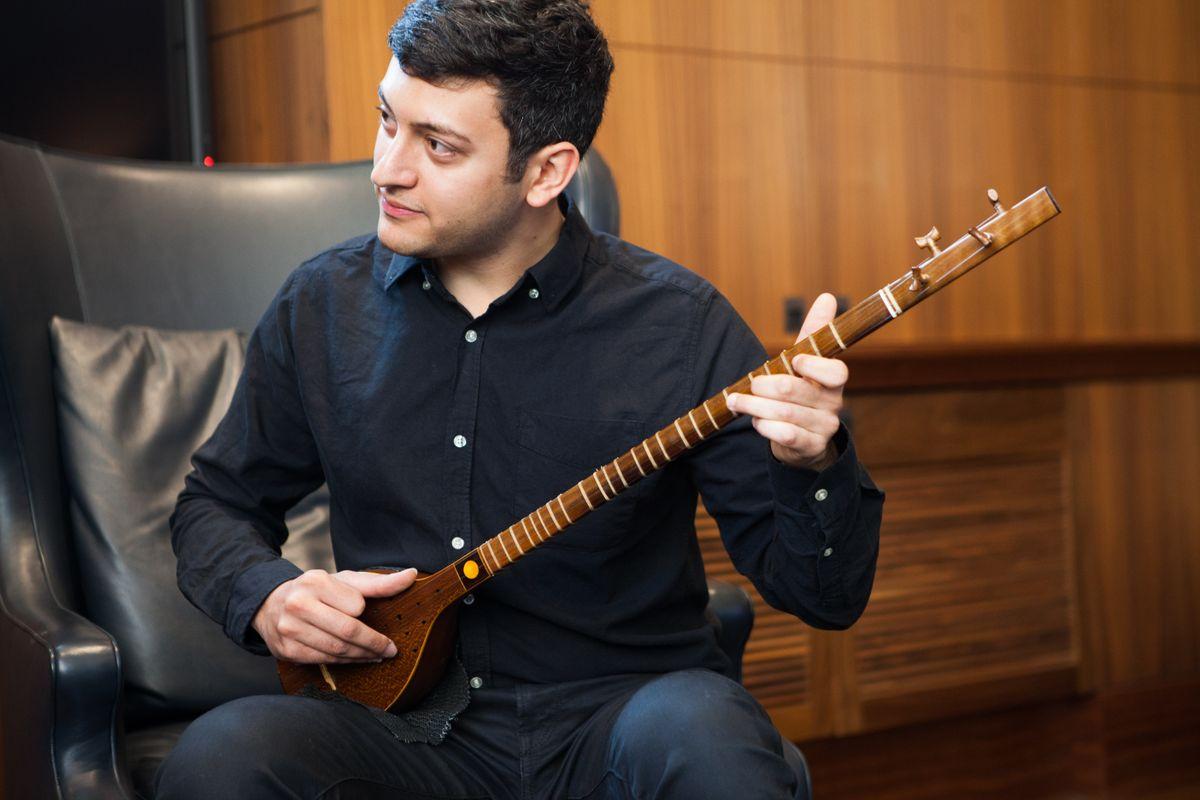 Naim Dehghani playing setar