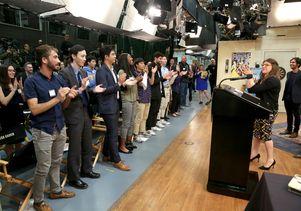 Mayim Bialik - UCLA students 8-clap